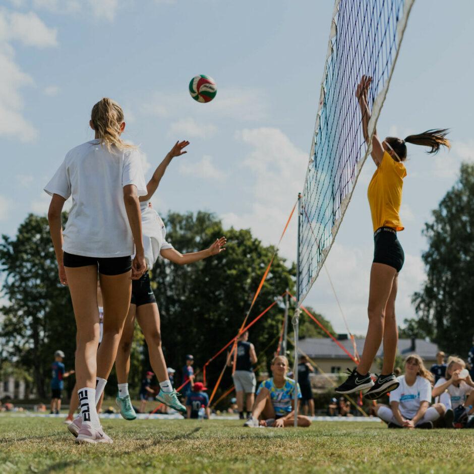 Notiek sieviešu voleibola sacensības